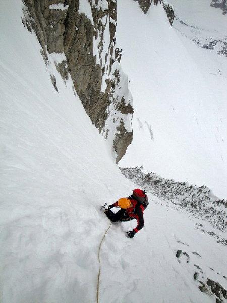 Couloir Jager (III, D, 650m) - Jorge en un momento del ascenso al Couloir. Alpes (Francia) - 23 Abril 2010