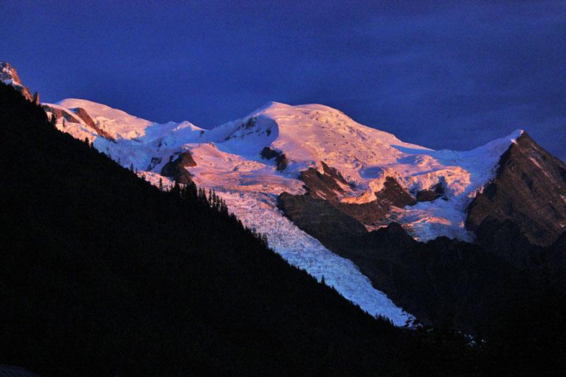 Atardecer sobre el Mont Blanc desde Chamonix en el programa celebrado del 26 Julio al 1 Agosto 2009. Foto: Gonzalo Jauralde Alpes FRANCIA - 26 Julio 2009
