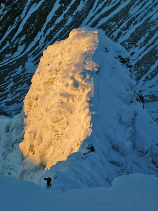 BEN NEVIS 1.344m - Cara Norte - Glovers Chimney (III, 4, 200m) #59