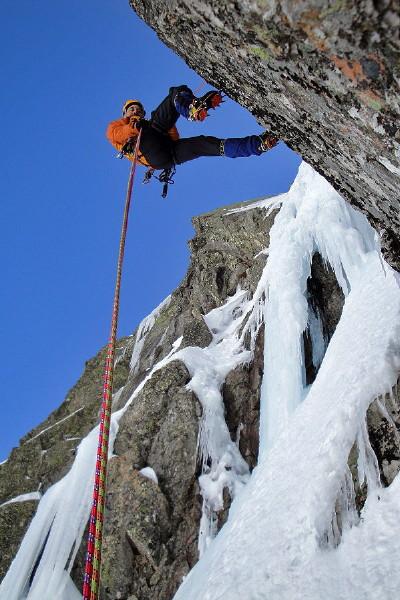 Curso de Alpinismo Nivel I en el Circo de Gredos en grupo muy reducido - Curso de Alta Montaña invernal de 3 días en Gredos - Curso de técnica invernal e iniciación al alpinismo en Gredos