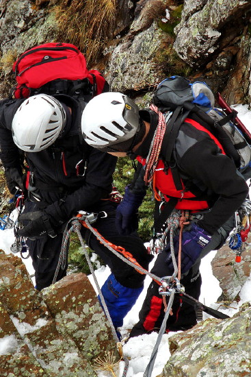 Curso Alpinismo Pirineos Semana Santa 2012 » 4-8 Abril 2012 - Curso de Alpinismo en el Valle de Benasque (Pirineos) en grupo reducido - Curso de Alta Montaña Invernal en Pirineos - Curso de Alpinismo en el Valle de Benasque (Pirineos) - Curso de técnica invernal en el Pirineo