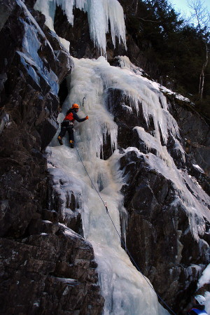 Jonas Cruces escalando Gaustaspokelse WI4