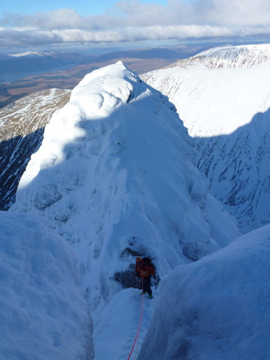 BEN NEVIS 1.344m - Cara Norte - Glovers Chimney (III, 4, 200m) #46