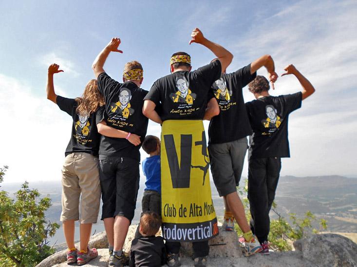 En la cumbre del Yelmo, la cumbre por excelencia de La Pedriza (Madrid), homenaje a Manuel Mejias. Foto: Magdalena Olmo - 1 JUNIO 2012