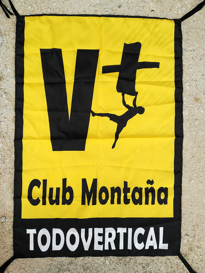 Bandera Club TODOVERTICAL 70x100 cm